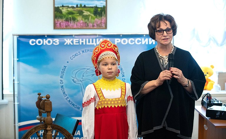 Екатерина Лахова открыла выставку «Моя малая родина», посвященную Дню народного единства
