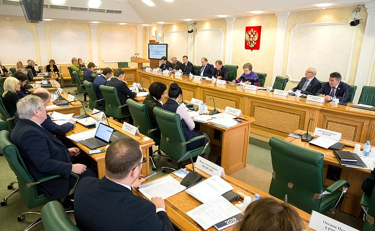 Совещание Комитета СФ поРегламенту иорганизации парламентской деятельности, посвященное вопросам реализации закона оразвитии жилищного строительства