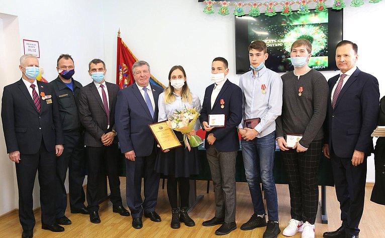 Валерий Семенов врамках работы врегионе принял участие вцеремонии награждения детей-героев наградами «Заспасение жизни»
