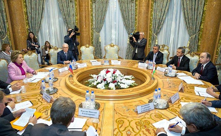 Валентина Матвиенко иглава нижней палаты Парламента Таджикистана Шукурджон Зухуров