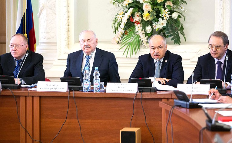 И. Умаханов провел «круглый стол», посвященный общественно-политической поддержке сирийского народа