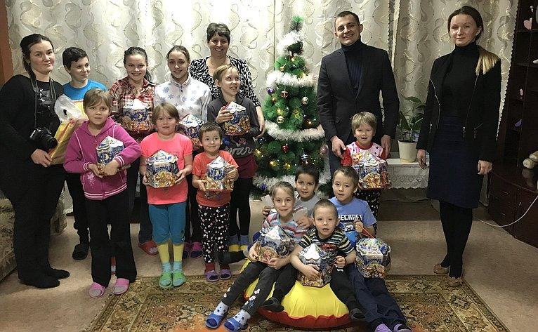 Дмитрий Шатохин посетил Социально-реабилитационный центр для несовершеннолетних Усть-Куломского район