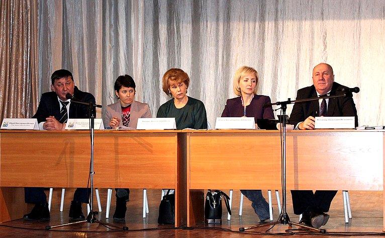 Т. Гигель приняла участие вовстрече жителей Горно-Алтайска спредставителями регионального правительства