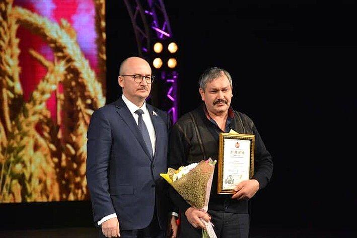 Олег Цепкин принял участие внаграждении лучших работников агропромышленного комплекса Челябинской области
