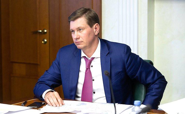 Заседание Временной комиссии СФ поосуществлению парламентского контроля заходом реализации комплексного плана модернизации ирасширения магистральной инфраструктуры напериод до2024года