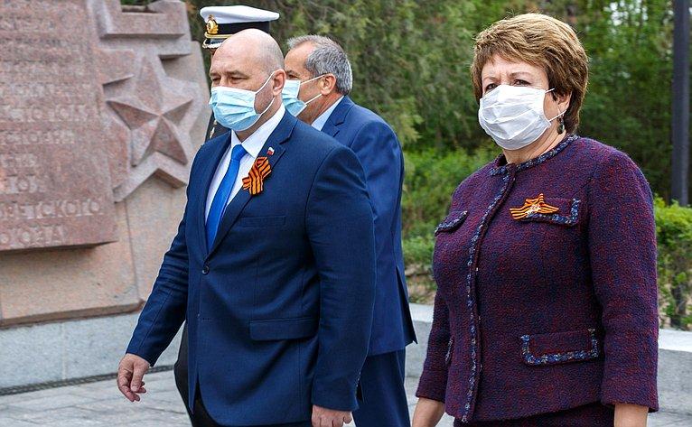 Е. Алтабаева приняла участие ввозложении цветов кобелиску Славы наСапун-горе