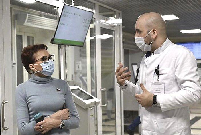 Татьяна Кусайко входе рабочей поездки врегион посетила мурманские поликлинические учреждения