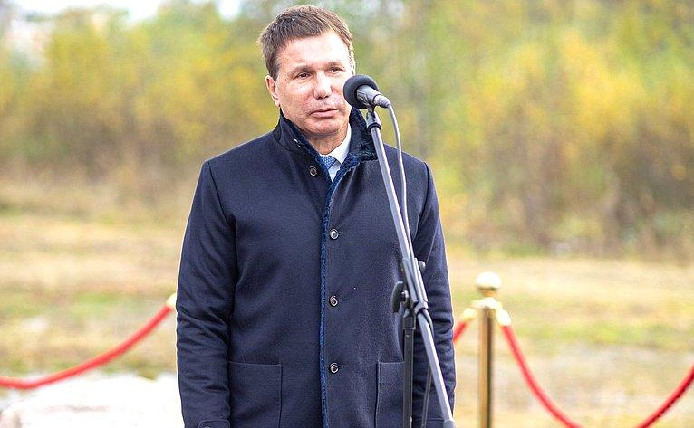 Игорь Зубарев принял участие вцеремонии закладки капсулы наместе строительства спорткомплекса «Динамо» вПетрозаводске