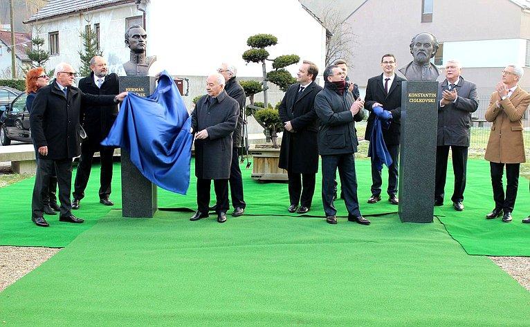Торжественная церемония открытия Аллеи основоположников космонавтики
