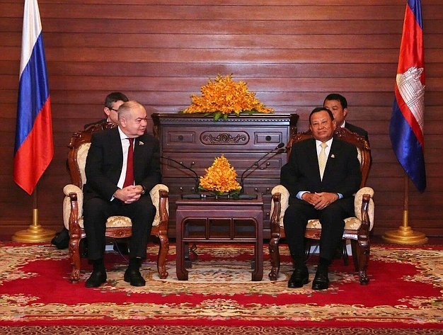 Встреча Ильяса Умаханова сПредседателем Сената Королевства Камбоджа Сай Чхумом