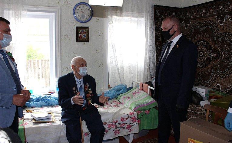 Сергей Горняков поздравил ветеранов Великой Отечественной войны вКумылженском районе Волгоградской области