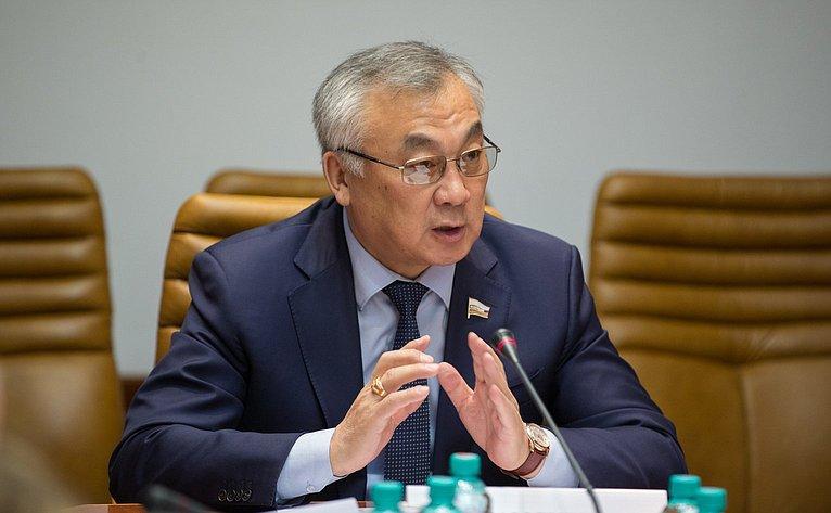 Б. Жамсуев Заседание секции малых исредних предприятий ОПК