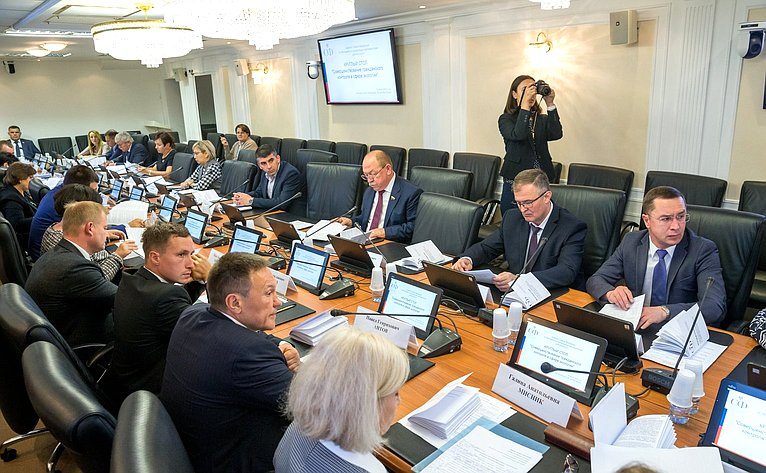 «Круглый стол» натему «Совершенствование гражданского контроля всфере экологии»