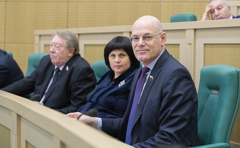 В. Круглый на386-м заседании Совета Федерации