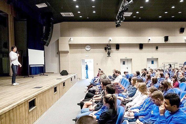 Перед молодыми политиками идобровольцами выступила Татьяна Лебедева