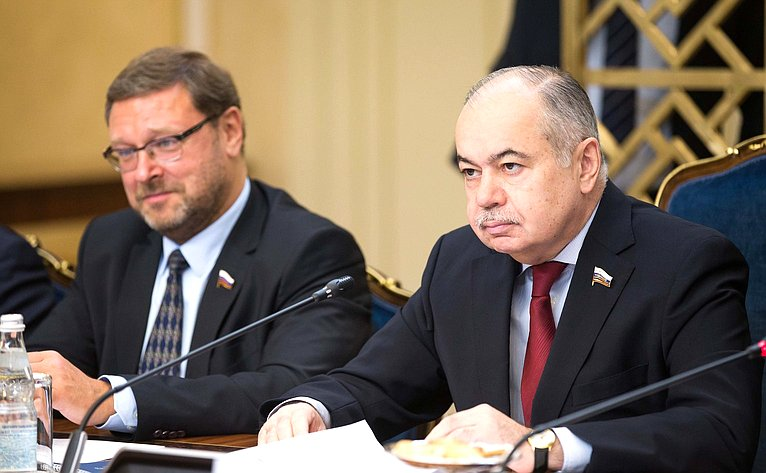 Константин Косачев иИльяс Умаханов