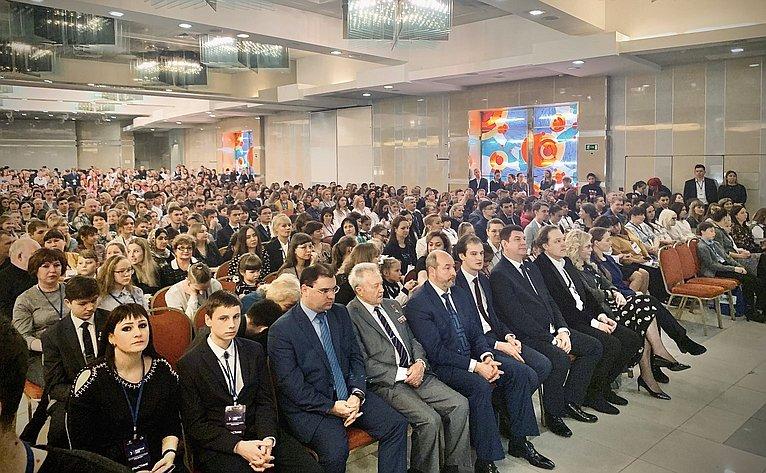Виктор Смирнов принял участие вцеремонии награждения победителей очного этапа Всероссийского конкурса молодежных проектов стратегии социально-экономического развития «Россия-2035»
