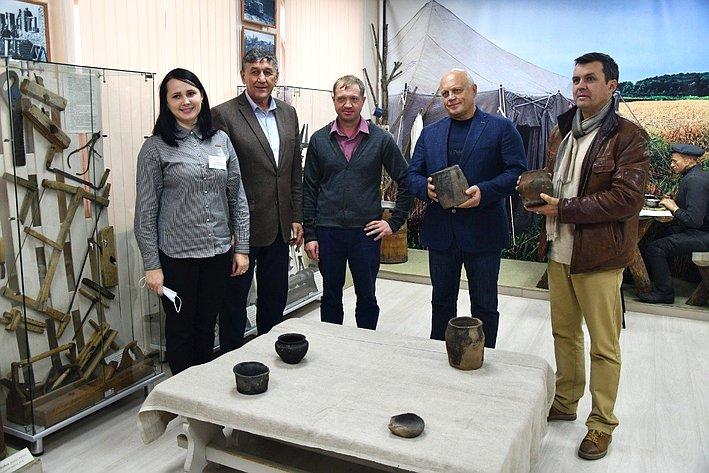 Виктор Назаров совместно сглавой района Василием Майстепановым посетили ключевые объекты инфраструктуры Большеречья