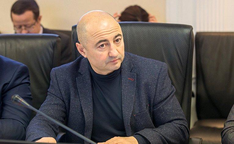 Александр Вайнберг