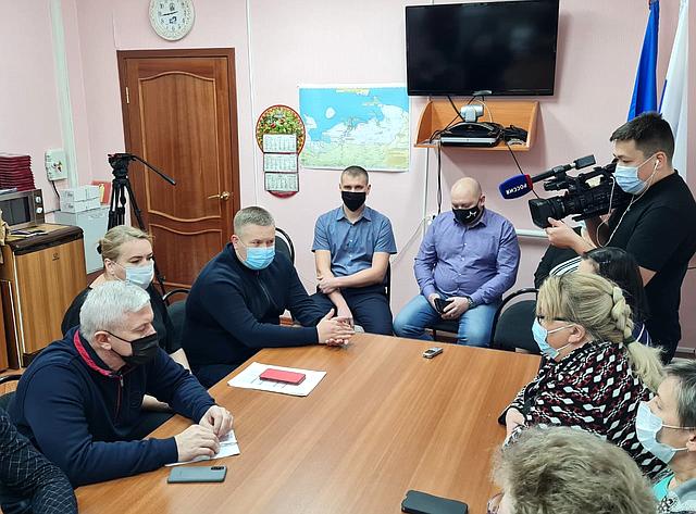 Денис Гусев враках рабочей поездки врегион посетил село Тельвиска Заполярного района