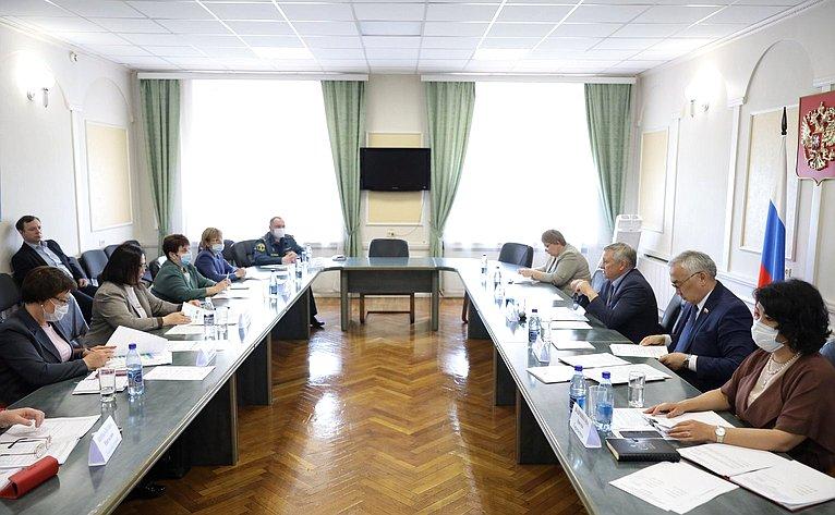 Баир Жамсуев иСергей Михайлов врамках работы врегионе провели совещание оборганизации летней оздоровительной кампании