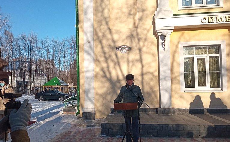 Сергей Рябухин посетил Симбирскую гимназию «Дар», где состоялась церемония открытия бюста Александра Невского
