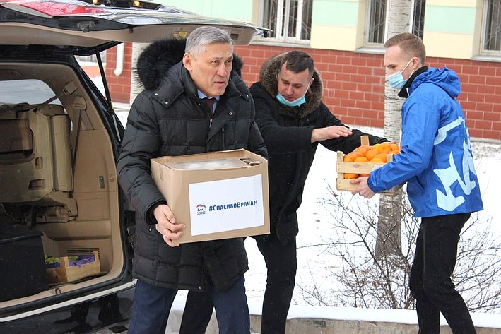 Юрий Валяев посетил областную инфекционную больницу вБиробиджане