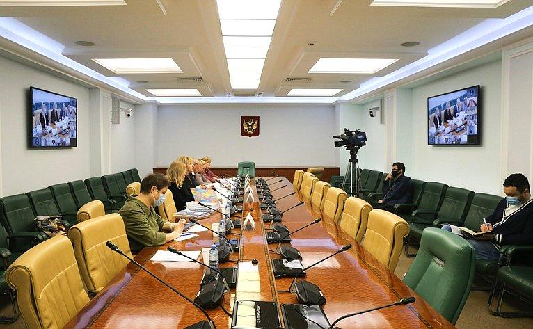 Заседание Экспертного совета при Временной комиссии СФ посохранению иразвитию народных художественных промыслов