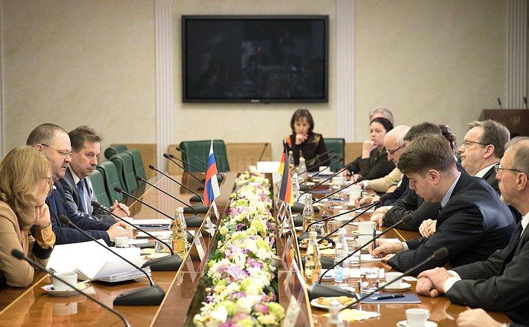 Встреча О. Мельниченко сдепутатом Бундестага, членом правления Германо-Российского Форума Бернхардом Кастером