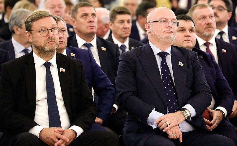 Президент России Владимир Путин провел встречу ссенаторами Российской Федерации