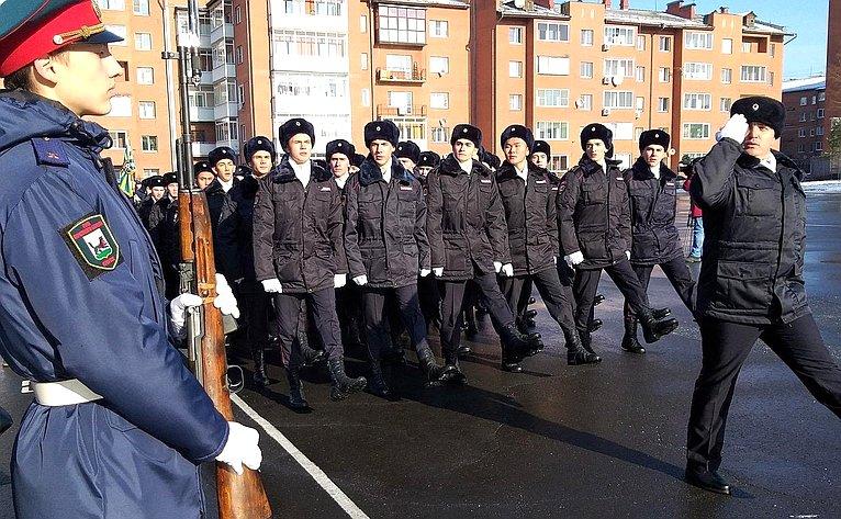 Торжественное мероприятие, посвященное вступлению в«Юнармию» юных новобранцев прошло вИркутске