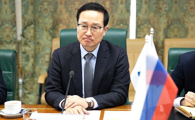 Встреча В. Джабарова сруководителем правящей Демократической партии вНациональном собрании Республики Корея Хон Ён Пё