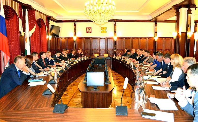 Дмитрий Шатохин иТатьяна Кусайко приняли участие витоговом совещании спредставителями исполнительной власти Кировской области