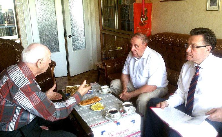 Сергей Рябухин встретился светераном Великой Отечественной войны, Воздушно-десантных войск истроительства Геннадием Анциферовым