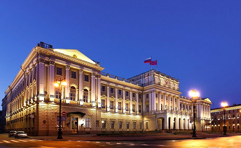 Мариинский дворец вСанкт_Петербурге. Здесь до1917года проходили заседания Государственного совета