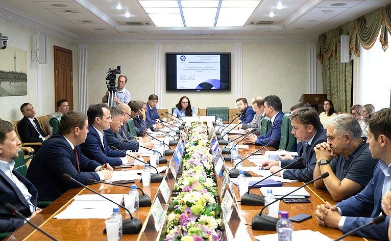 «Круглый стол» натему «Обэкономической эффективности деятельности государственных корпораций в2018году»