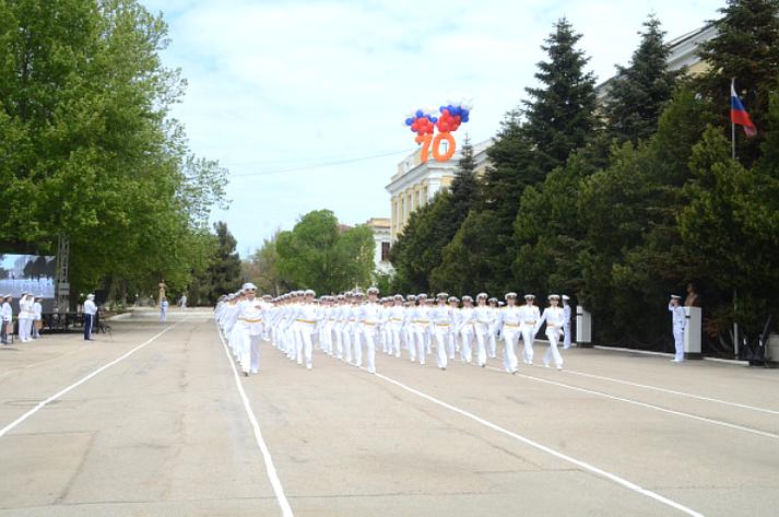 Сенаторы Е. Алтабаева иВ. Куликов вСевастополе приняли участие впараде, посвященном 75-летию Великой Победы