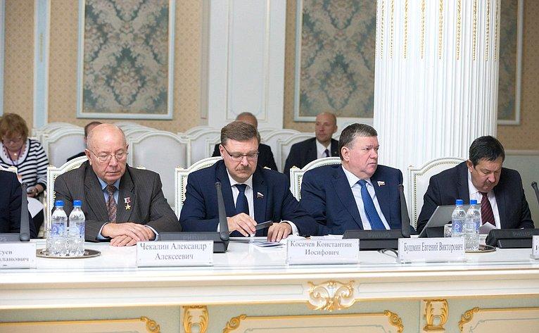 А.Чекалин, К.Косачев иЕ.Бушмин наVМежпарламентском форуме «Россия– Таджикистан: потенциал межрегионального сотрудничества»