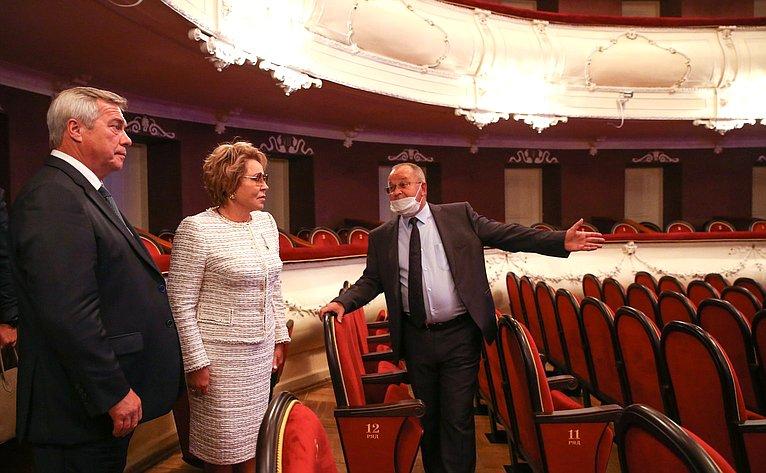 Председатель Совета Федерации В. Матвиенко посетила Таганрогский театр имени А.П. Чехова ипровела встречу сработниками культуры иобщественностью