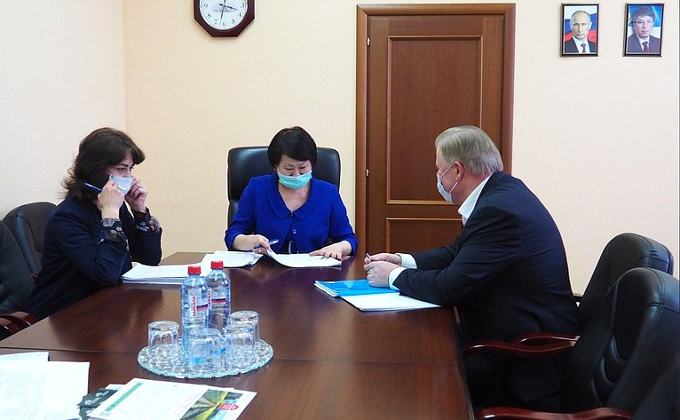 Встреча Вячеслава Наговицына сминистром имущественных иземельных отношений Бурятии Маргаритой Магомедовой