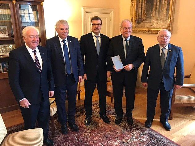 Встреча группы российских парламентариев спредседателем Комитета помеждународным делам Сената Франции К.Камбоном