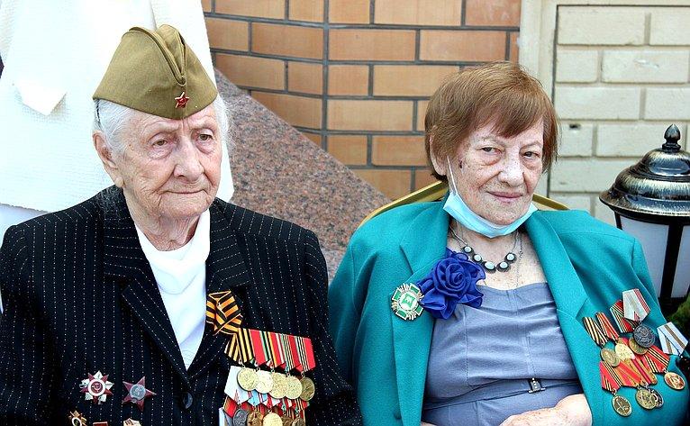 Встреча Инны Святенко иАлександра Варфоломеева светеранами Великой Отечественной войны