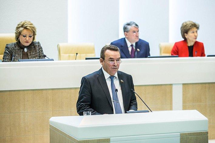 Р. Зинуров на385-м заседании Совета Федерации