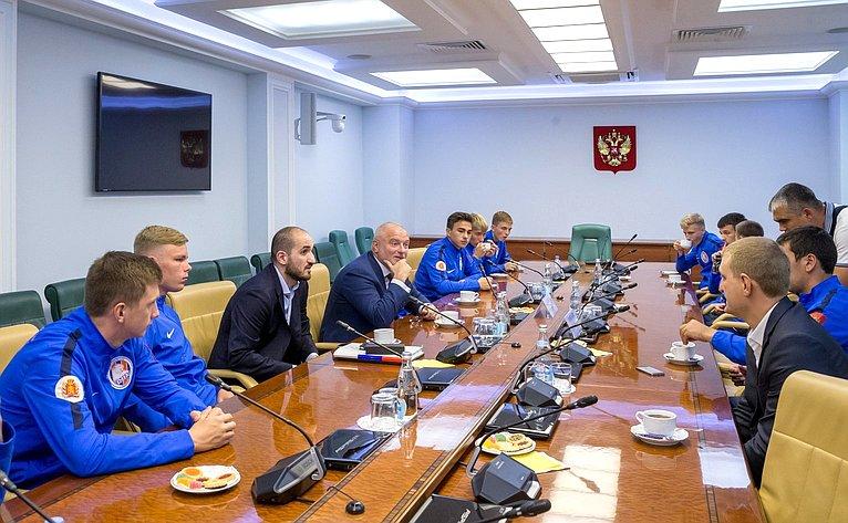 А. Клишас встретился сигроками ФК «Тотем»