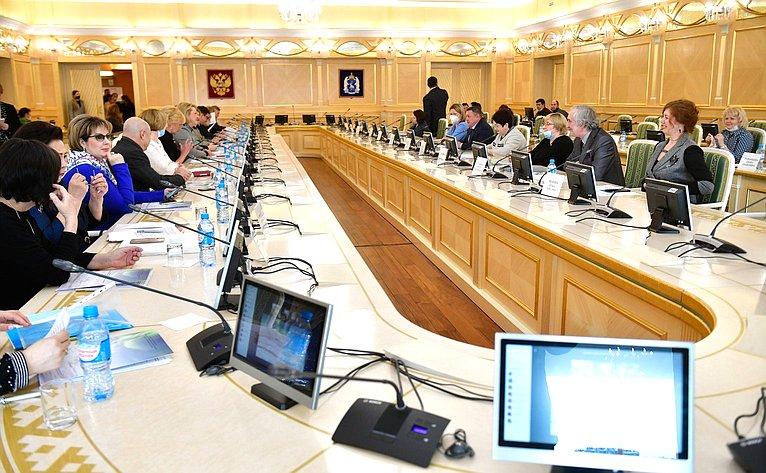 Выездное заседание Комитета СФ понауке, образованию икультуре натему «Особенности реализации общеобразовательных программ вкочевых школах» вСалехарде