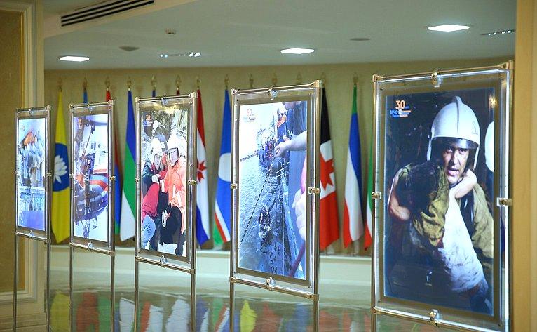 Открытие вСовете Федерации выставки, посвященной 30-летию создания Российского корпуса спасателей