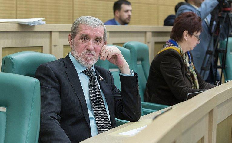 А. Ермаков на386-м заседании Совета Федерации