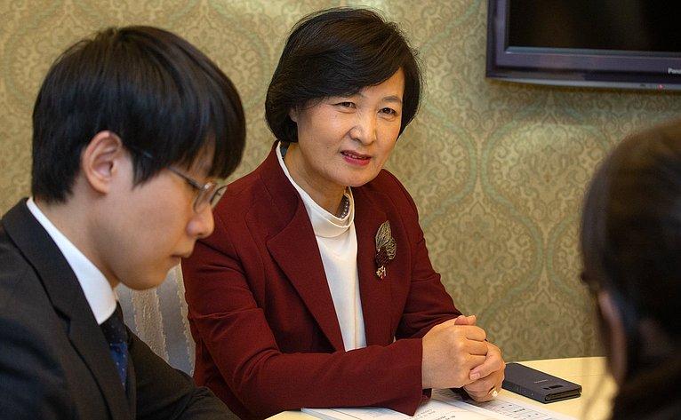В. Матвиенко провела встречу спредседателем группы Национального Собрания Республики Корея посотрудничеству сФС РФ Чу Ми Э