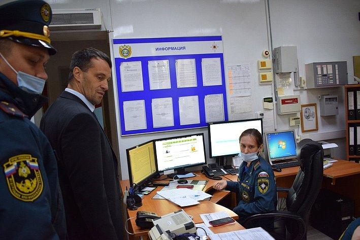 Эдуард Исаков провел рабочую встречу сначальником Главного управления МЧС России порегиону Петром Кугуем