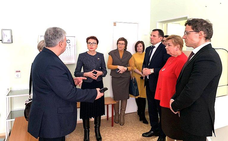 Татьяна Кусайко посетила медицинские кабинеты вшколах Кольского района